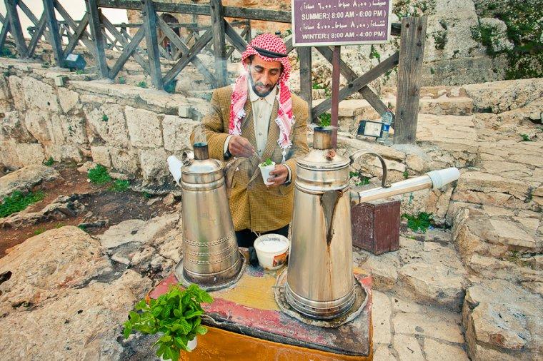 Приготовление бедуинского чая